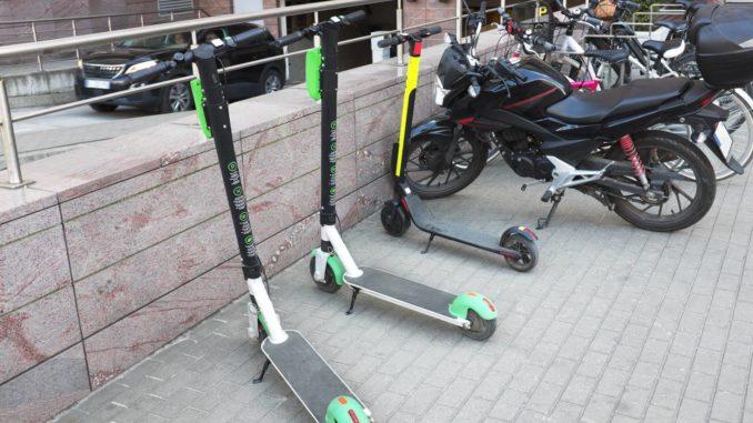 Mit dem E-Scooter im Straßenverkehr unterwegs - worauf müssen Fahrer achten?
