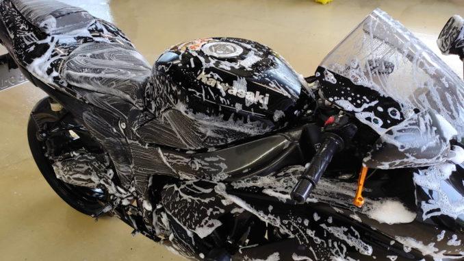 Motorrad waschen und polieren
